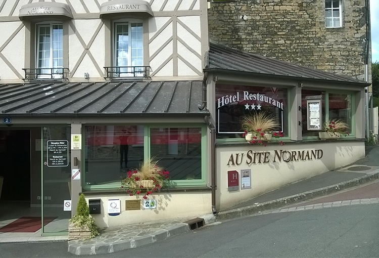 Au Site Normand restaurant and hotel in Calvados