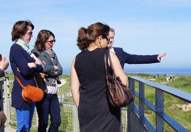 Photo d'un groupe à la Pointe du Hoc