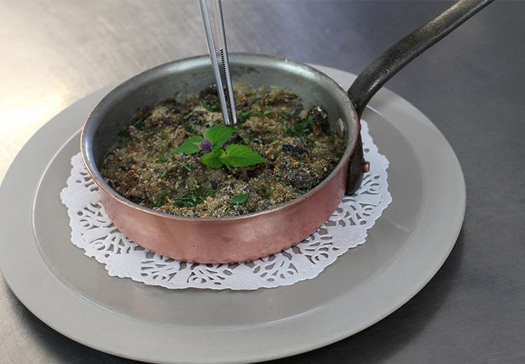 Snail and mushroom casserole with crème fraîche.