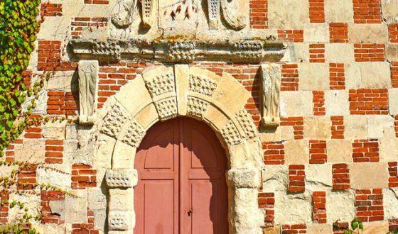 Porte de l'église de Saint Germain de Livet