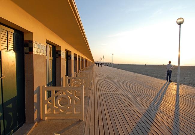 Les planches de Deauville au coucher du soleil