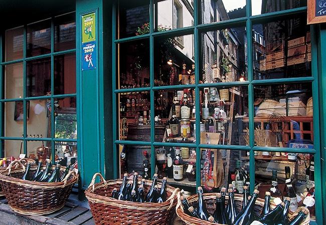 Vitrine de boutique vendant des produits locaux